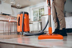 911-Restoration-living-room-drying-Glendale